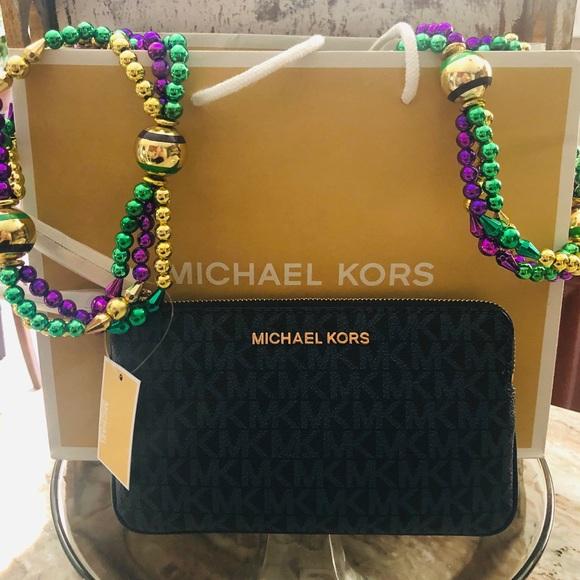 MICHAEL Michael Kors Handbags - Michael Kors navy blue 💙 wristlet NEW